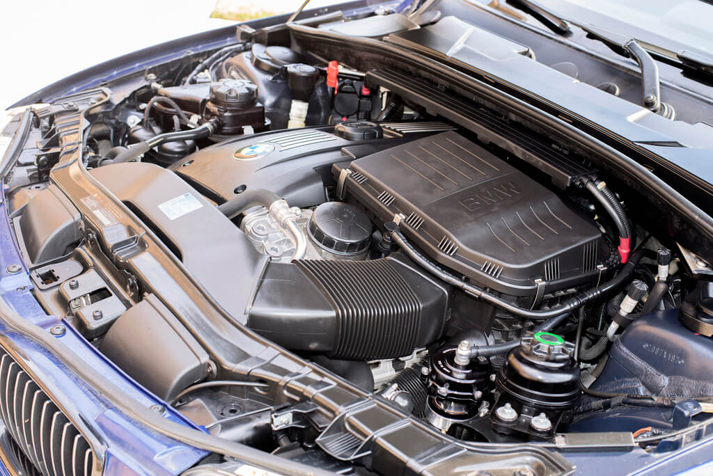 Car Engine Cleaning Detailing Washing In Toronto Cleaning Engine Bay